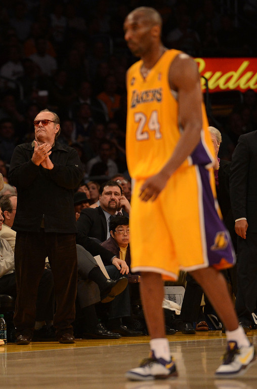 . Jack Nicholson applauds as Kobe Bryant #24 walks off the court after hurting his ankle during their game against the Warriors at the Staples Center in Los Angeles Friday, April 12, 2013. The Lakers beat the Warriors 118-116. (Hans Gutknecht/Los Angeles Daily News)