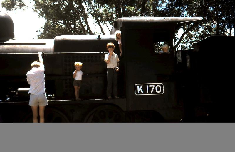 1974-1 (19) Wonthagi Graham, Allen 2yrs 8 mths, David 10 yrs 1 mth, Susan 8yrs 6mths, Andrew 4 yrs 5mths.JPG