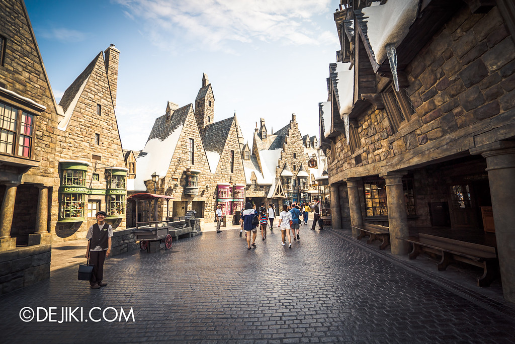 Universal Studios Japan - The Wizarding World of Harry Potter - Hogsmeade overview 2
