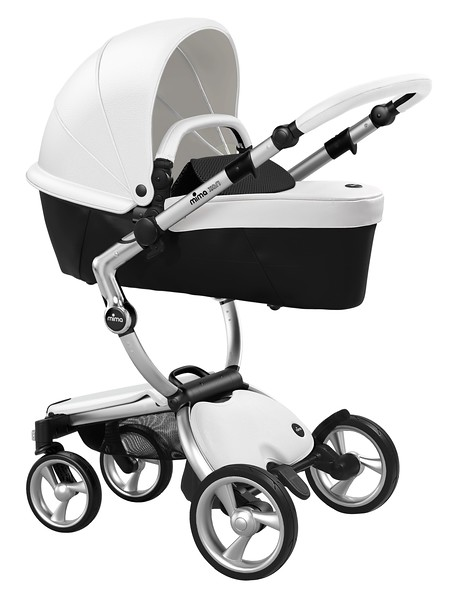 Mima_Xari_Product_Shot_Snow_White_Aluminium_Chassis_Black_Carrycot.jpg