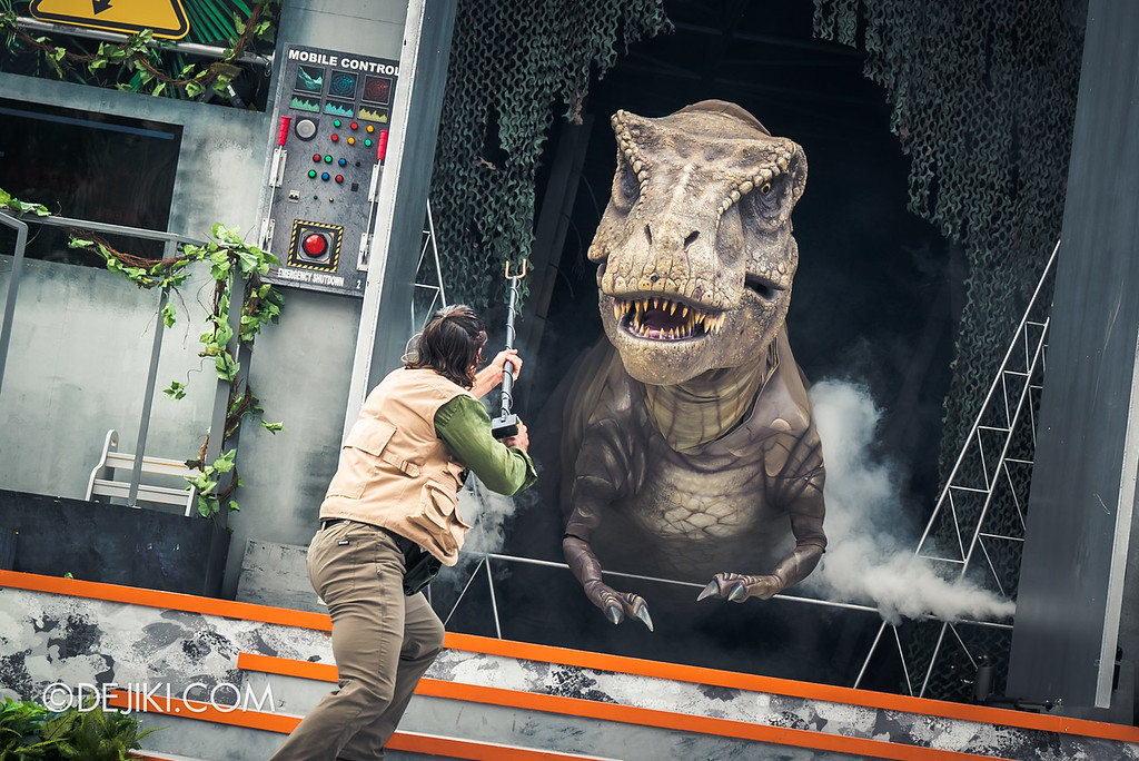 Universal Studios Singapore Park Update - Jurassic World Explore and Roar event - Jurassic World: ROAR! show / Fending against the T-Rex