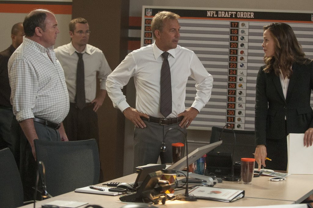 ". <p>5. �DRAFT DAY� <p>You liked this movie much better when it had Brad Pitt and was called �Moneyball.� (unranked) <p><b><a href=\'http://dfm.twincities.com/article/draft-day-a-team-without-much-chemistry/044a7a7969f5c3b16f6a6cd5c60ff6e8\' target=""_blank\""> HUH?</a></b> <p>    (AP Photo/Summit Entertainment, Dale Robinette)"