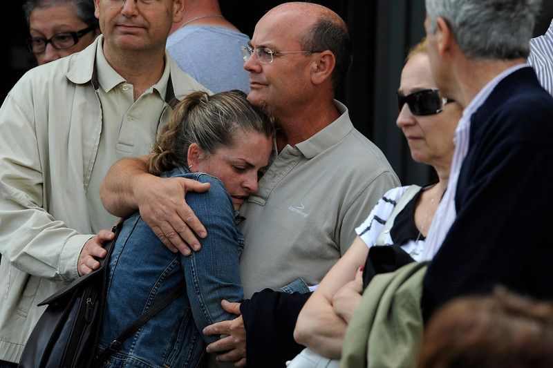 . Relatives of one of the victims of a train crash comfort each other in Santiago de Compostela, northwestern Spain, July 25, 2013. A train derailed outside the ancient northwestern Spanish city of Santiago de Compostela on Wednesday evening, killing at least 78 people and injuring up to 131 in one of Europe\'s worst rail disasters. REUTERS/Eloy Alonso