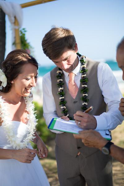 gillin beach kauai wedding-124.jpg