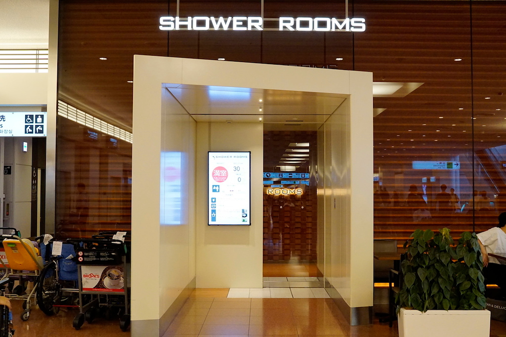 The shower rooms are located in the arrivals hall on the second floor.