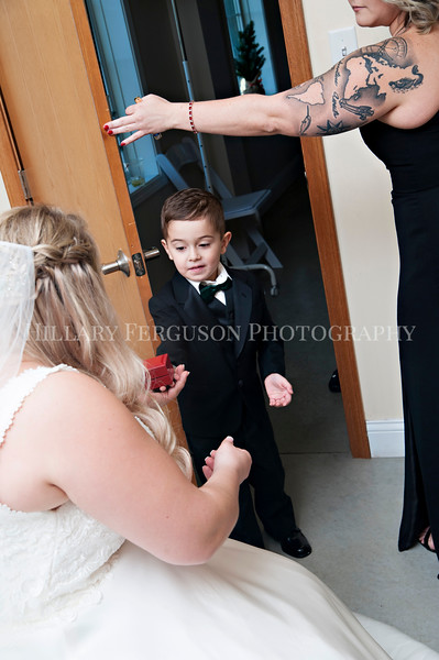 Hillary_Ferguson_Photography_Melinda+Derek_Getting_Ready225.jpg
