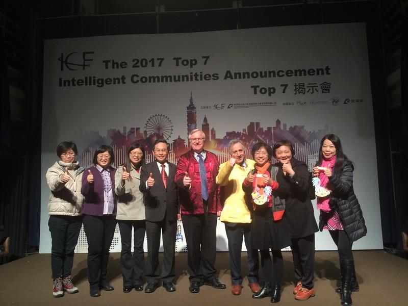 逢甲GIS中心團隊與嘉義市涂市長於TOP7揭示會合照.jpg