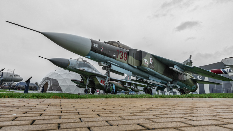 Deblin-MiG23ML-MiG29-kedark_D854688-Semi.jpg