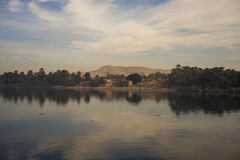 Aldea en la orilla del Nilo