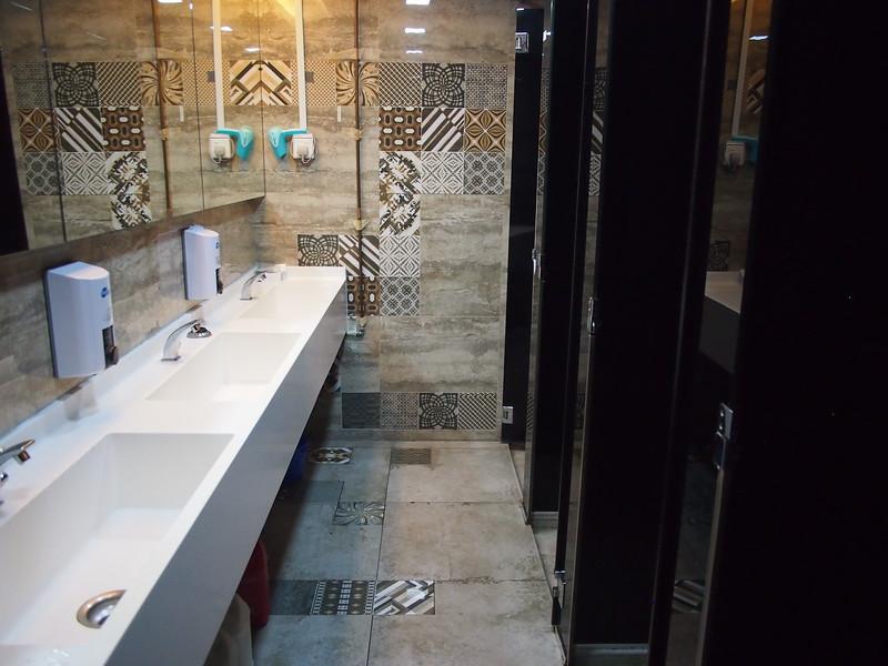 P5112378-shared-bathroom.JPG