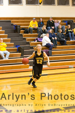 Hutch Girls Basketball vs Litchfield