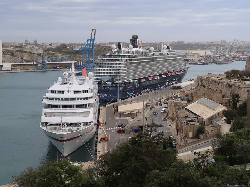 IMG_7235-cruise-ships.JPG