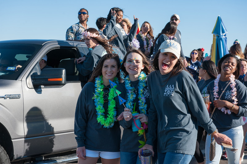 Students show their excitement during the 2016 Homecoming Parade.