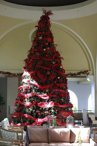 RESORTS MAUI Christmas Tree