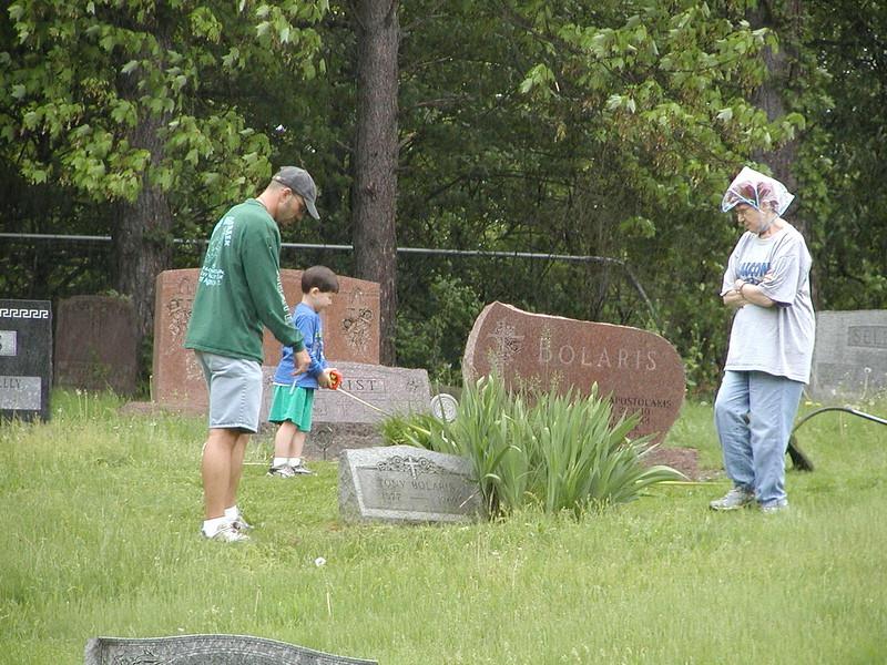 2004-05-15-Cemetery-Cleanup_006.jpg