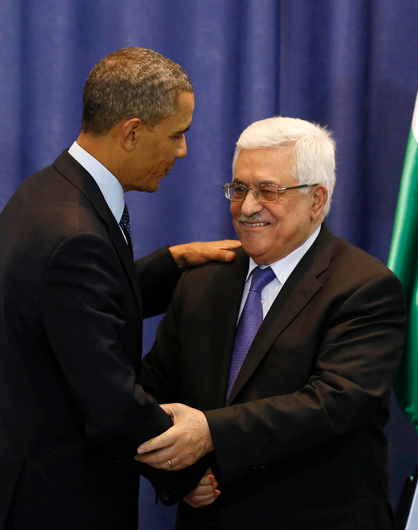 . U.S. President Barack Obama (L) and Palestinian President Mahmoud Abbas shake hands at the end of a news conference at the Muqata Presidential Compound in the West Bank City of Ramallah March 21, 2013.     REUTERS/Larry Downing