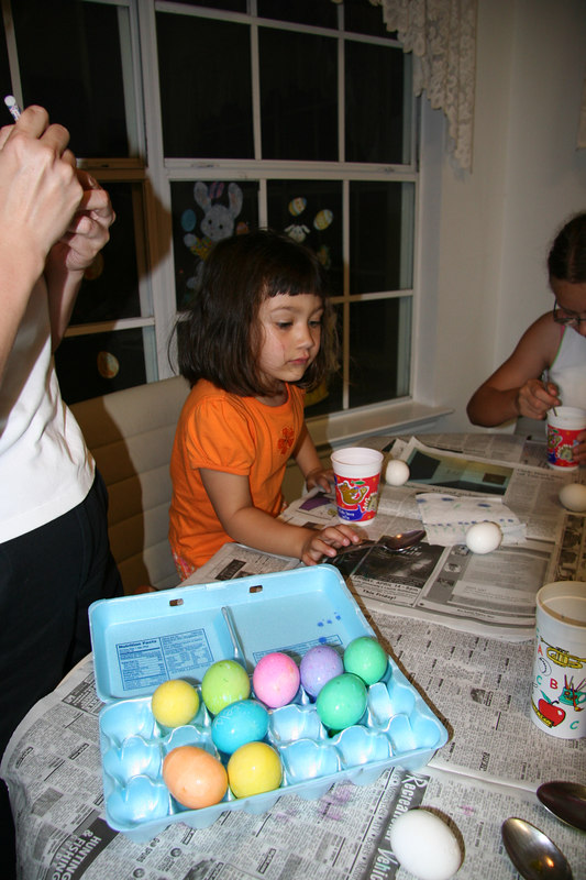 Easter 2006 -- Coloring eggs with cousins