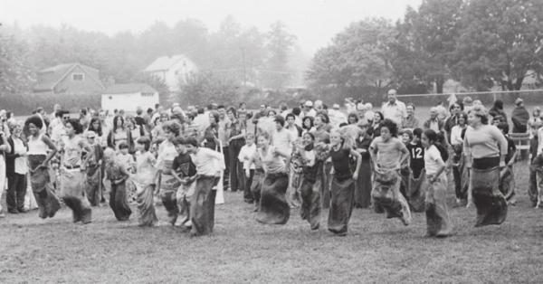old cider mill 1975 gsp picnic sack race.png