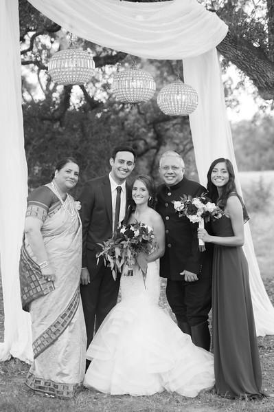 Alexa + Ro Family Portraits-57.jpg