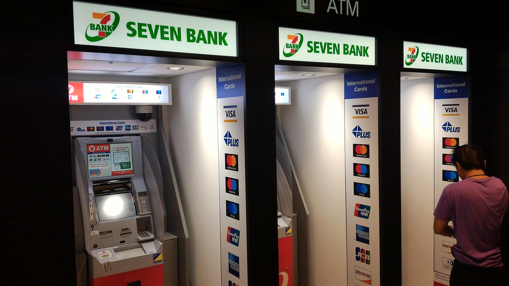 7-11 ATMs in arrivals hall