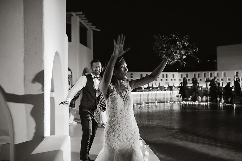 Tu-Nguyen-Destination-Wedding-Photographer-Santorini-Rocabella-Hotel-Euna-Ehsan-734.jpg