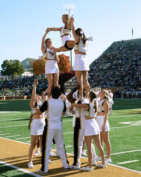 Deacon cheerleaders 02.jpg
