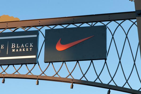 Nike Row 5 Arch Sign