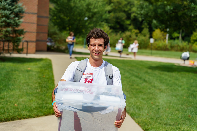 RHIT_Freshman_Move_In_Day_2019-8419.jpg