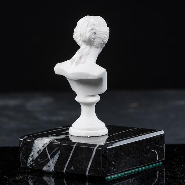 Statue-10-530.jpg