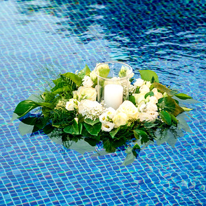 22810 Floating bouquet
