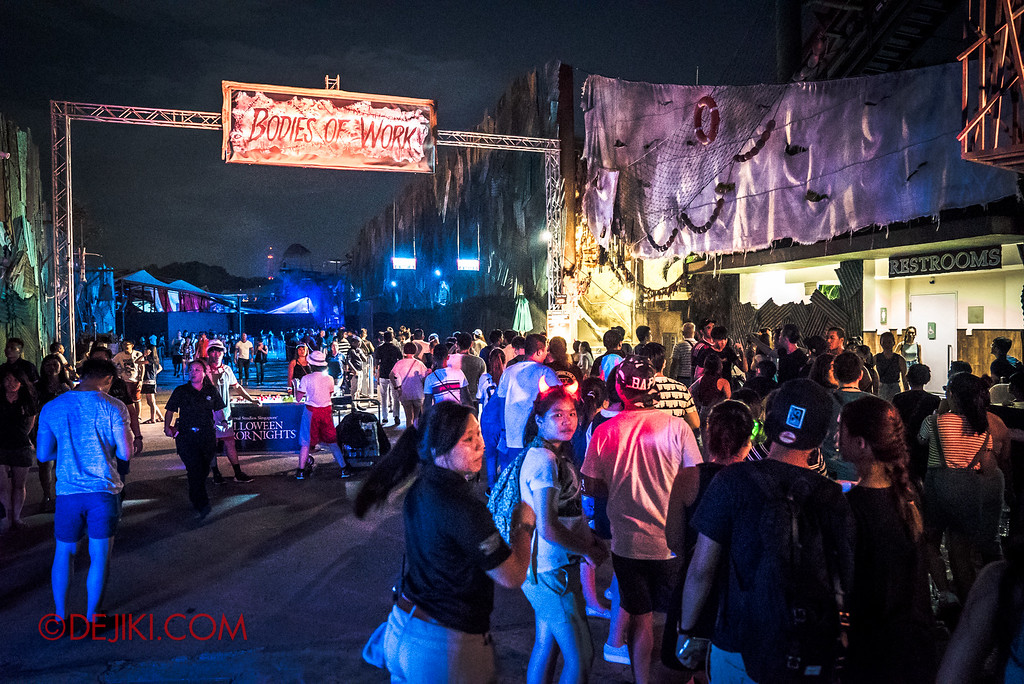 Halloween Horror Nights 6 - RIP Tour review / massive long lines at Bodies of Work queue entrance