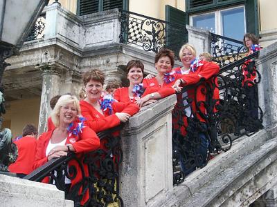2005-0713 HfHC singing in Vienna