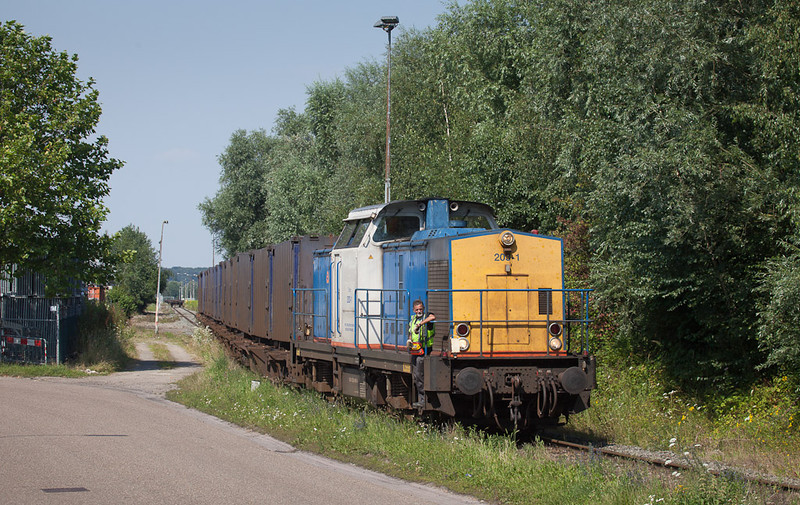 Volkerrail 203-1 pinch-hitting for a Locon engine on the trash train 50094 (Haanrade - Wijster) getting the train out of the transload in Haanrade.