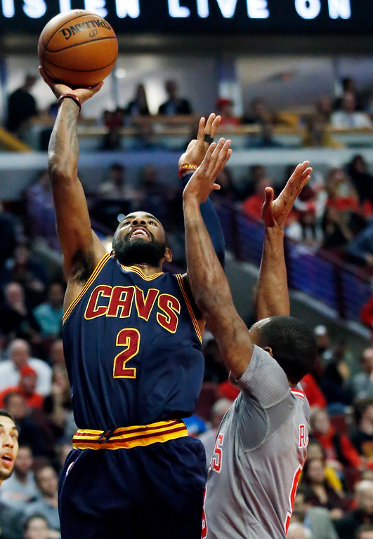 . Cleveland Cavaliers guard Kyrie Irving, left, shoots against Chicago Bulls guard Rajon Rondo during the first half of an NBA basketball game Thursday, March 30, 2017, in Chicago. (AP Photo/Nam Y. Huh)
