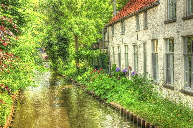 Serenity and peace strolling through Bruges