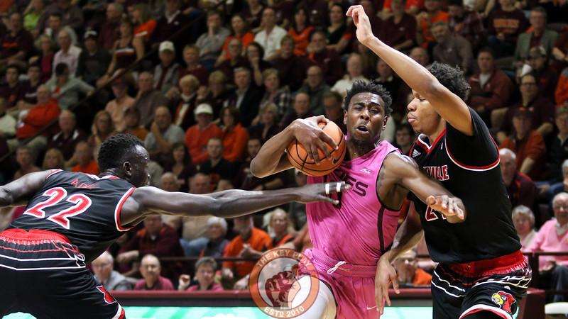 Justin Bibbs fights through the Louisville defense in the first half. (Mark Umansky/TheKeyPlay.com)
