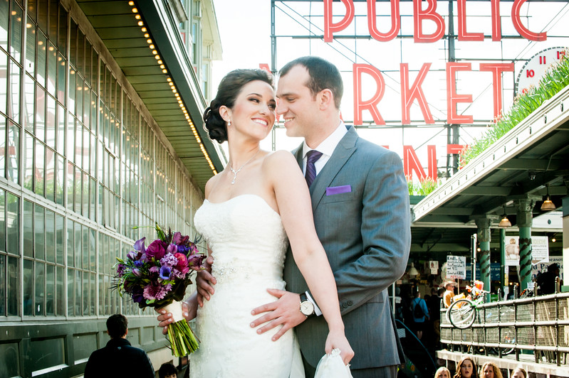Pike-Place-Market-seattle-downtown-Seattle-winter-wedding-photos-carolharrold-photography.com-12.jpg