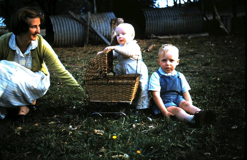 1961-4-19 (35) Eunice, Nola 10 mths & Trevor 3yrs 6mths.JPG