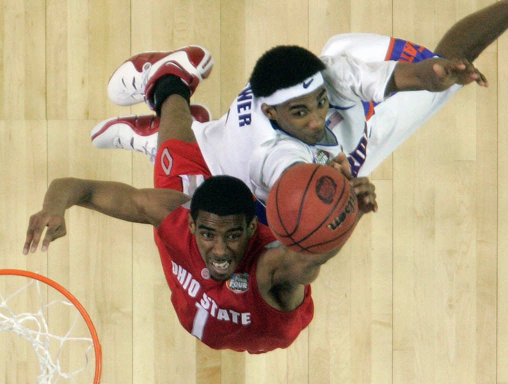 . Ohio State guard Mike Conley Jr. (1) and Florida\'s Corey Brewer (2) battle for a rebound in the second half of their men\'s championship basketball game at the Final Four in the Georgia Dome in Atlanta Monday, April 2, 2007. (AP Photo/John Bazemore)