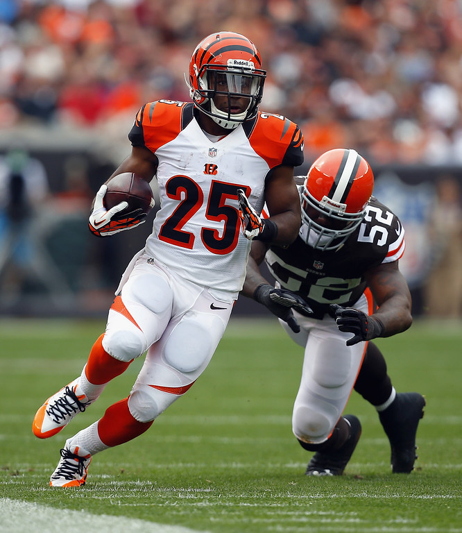 . CLEVELAND, OH - SEPTEMBER 29:  Half back Giovani Bernard #25 of the Cincinnati Bengals runs the ball by linebacker D\'Qwell Jackson #52 of the Cleveland Browns at FirstEnergy Stadium on September 29, 2013 in Cleveland, Ohio.  (Photo by Matt Sullivan/Getty Images)