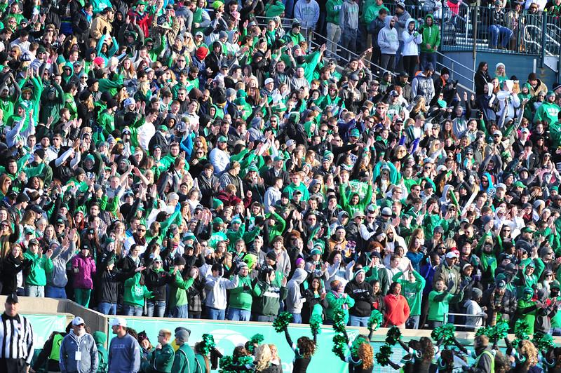 crowd3741.jpg