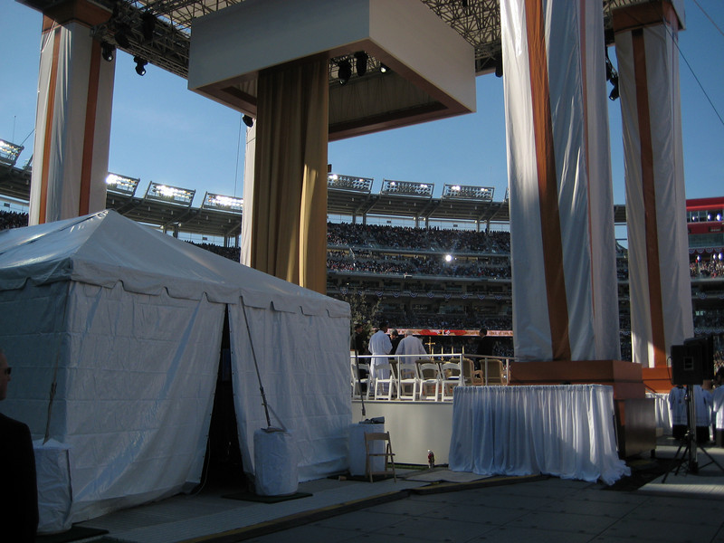 Pope Mass Nats Stadium 4-17-08 033.jpg
