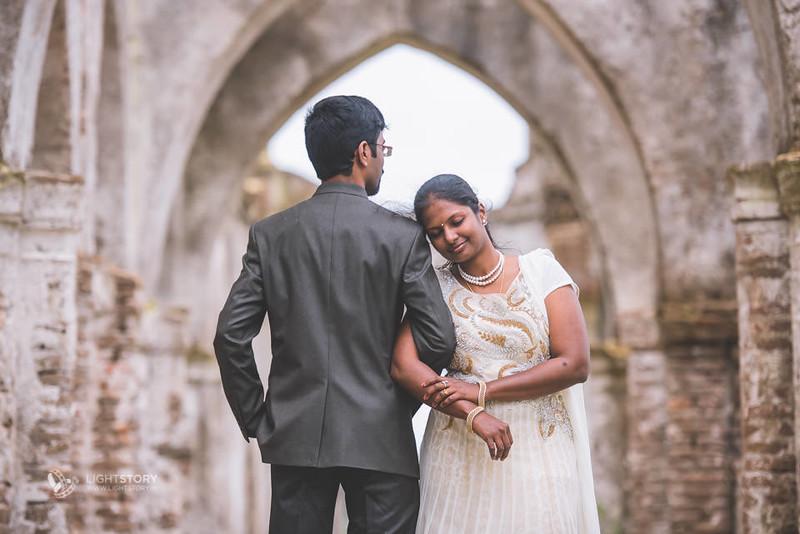 LightStory-CoupleShoot-Hassan-Bangalore-Hoysaleswara-Halebidu-Sunflowers-017.jpg