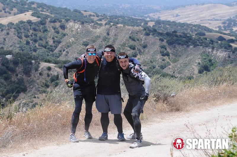 trail-run-group.jpeg