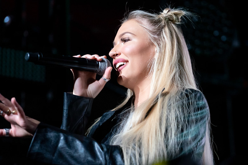 Lennon Stella opens for The Chainsmokers at the Moda Center, 12/5