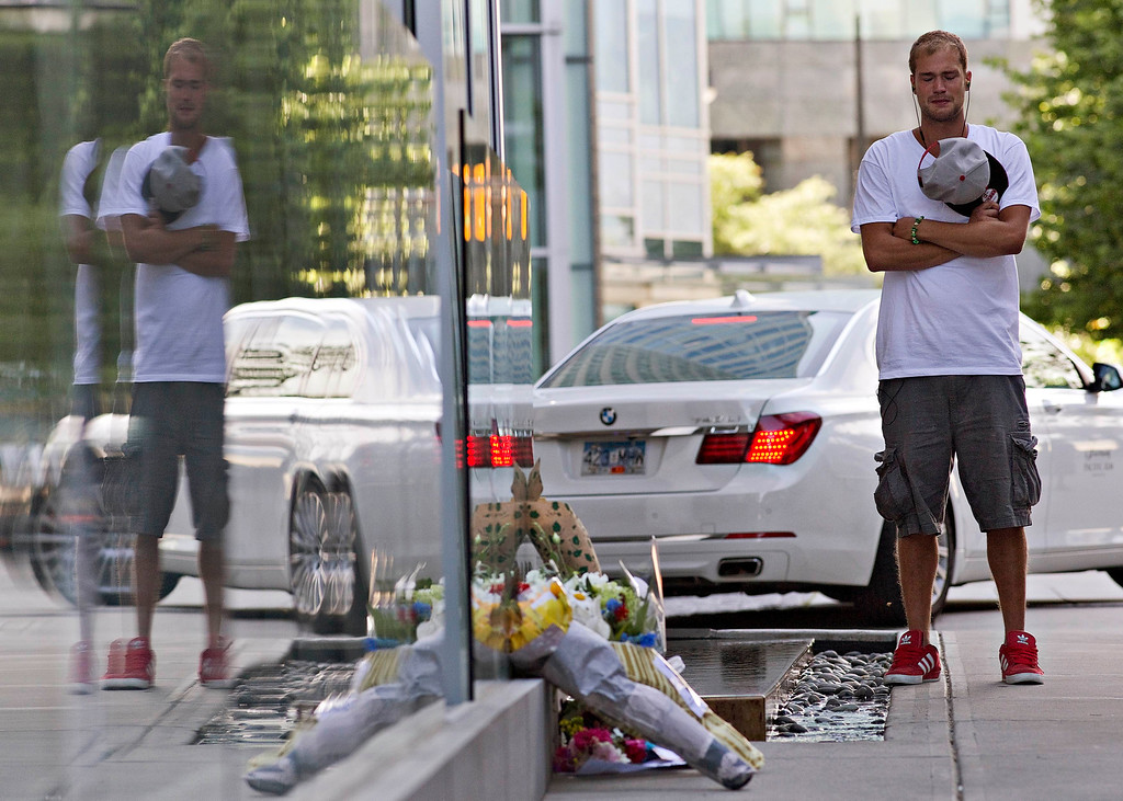""". Richard Monteith, cousin of Canadian actor Cory Monteith, pauses at a small memorial outside a downtown hotel in Vancouver, British Columbia July 14, 2013. Cory Monteith, 31-year-old heartthrob of Fox\'s musical comedy television series \""""Glee\"""", was found dead on Saturday in his Vancouver hotel room, police said. Police and paramedics found no signs of foul play and the cause of death was not clear. REUTERS/Andy Clark"""