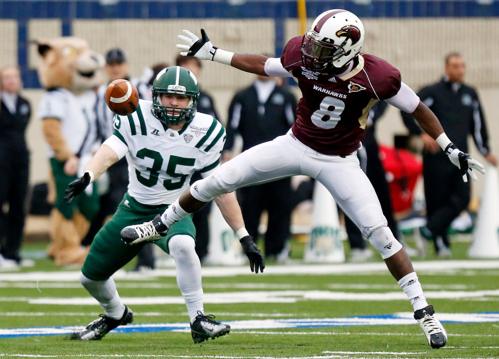 . Louisiana-Monroe wide receiver Tavarese Maye (8) and Ohio safety Nathan Carpenter (35) watch an incomplete during in second quarter of the Independence Bowl NCAA college football game in Shreveport, La., Friday, Dec. 28, 2012. (AP Photo/Rogelio V. Solis)