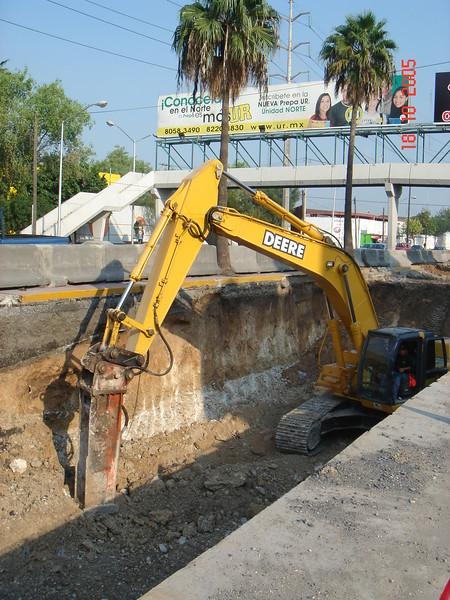 NPK E220 hydraulic hammer on Deere excavator (5).JPG