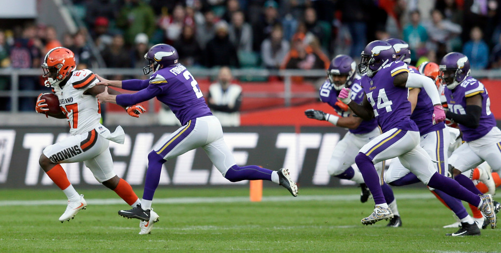 . Cleveland Browns running back Matthew Dayes, left, runs with the ball during the second half of an NFL football game against Minnesota Vikings at Twickenham Stadium in London, Sunday Oct. 29, 2017. (AP Photo/Tim Ireland)