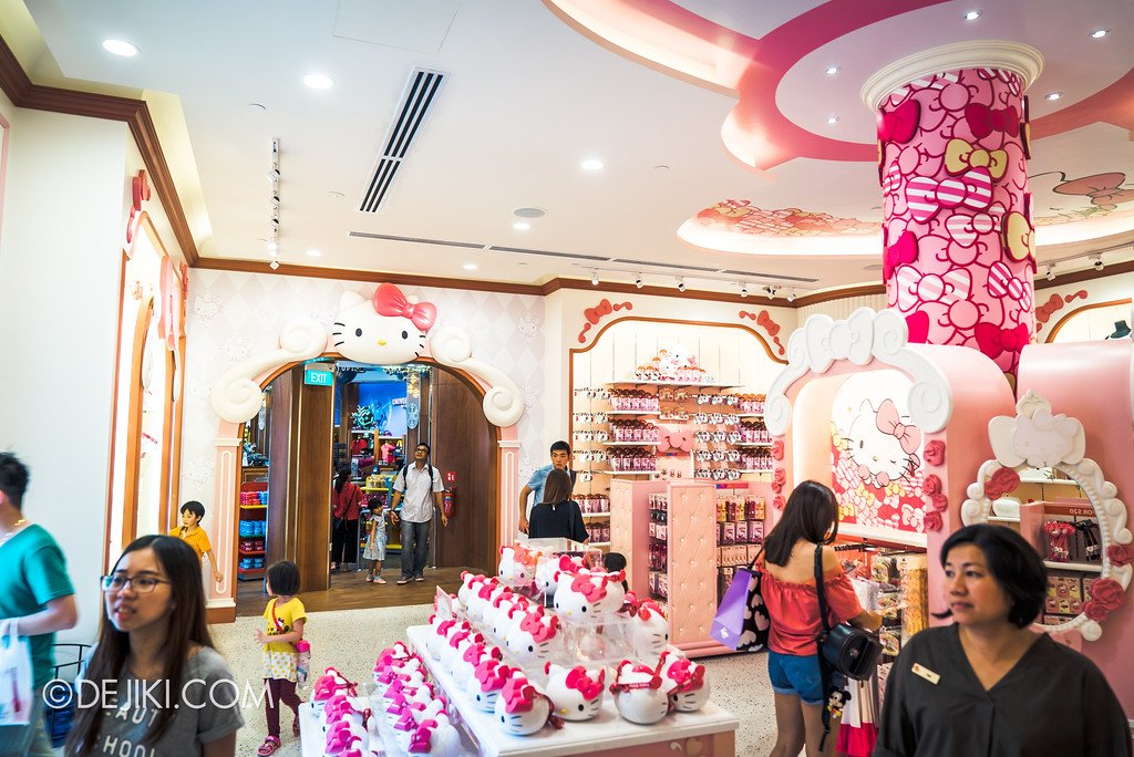 Universal Studios Singapore - Hello Kitty Studio store / linkway to Universal Studios Store